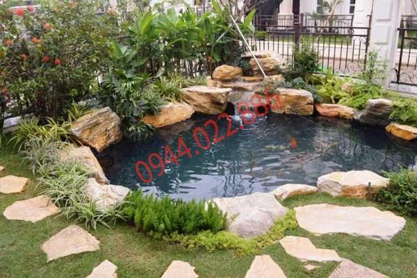hồ cá koi mini góc sân ngoài vườn