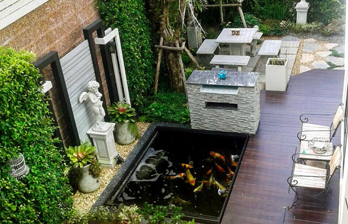 Hồ cá koi mini trên sân thượng đơn giản