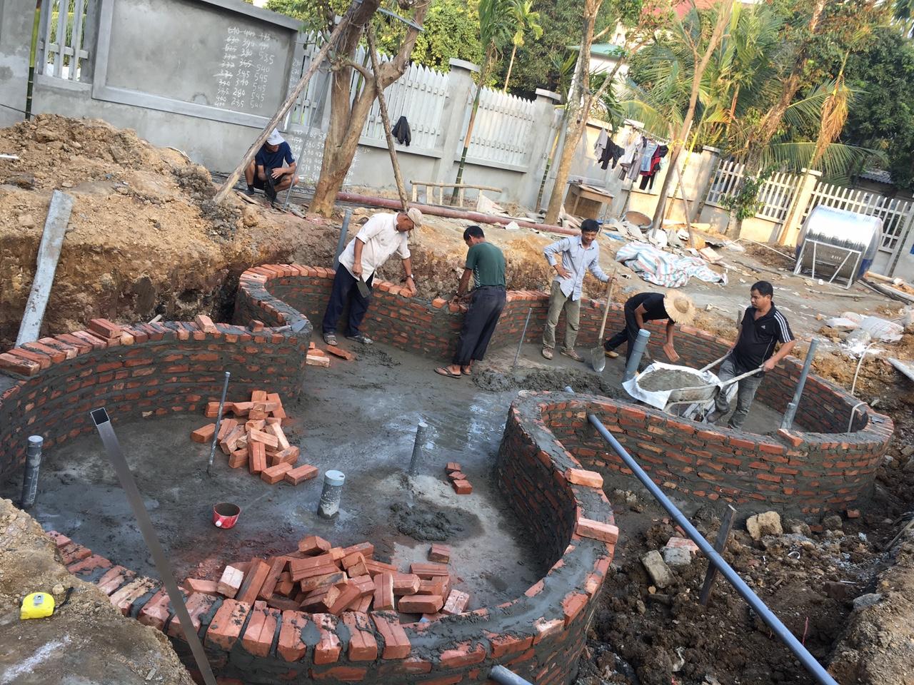 đội ngũ thi công xây thành hồ